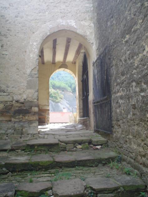 Acceso a la capilla de la Virgen de Arco